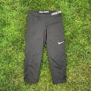 Woman's Nike pro black cropped fitted pants, Large